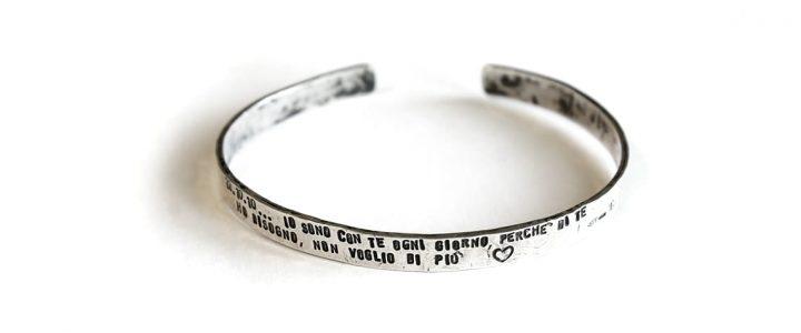 Bracciale Mnemosine – Bracciale in argento 925 a fascia, largo 7 mm con possibilità di far incidere una frase ?>